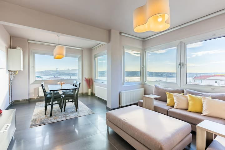 Deluxe 2 BR Apartment with Splendid Bosphorus View in the Heart of Besiktas