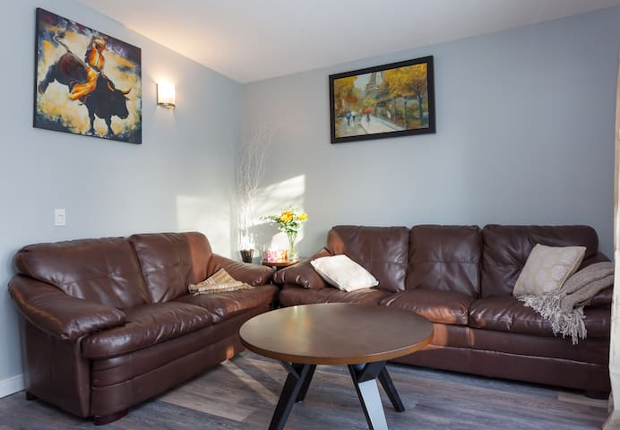 Three bedroom unit in West Hillhurst NW