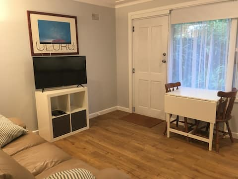 Self Contained Apartment between City & Beaches