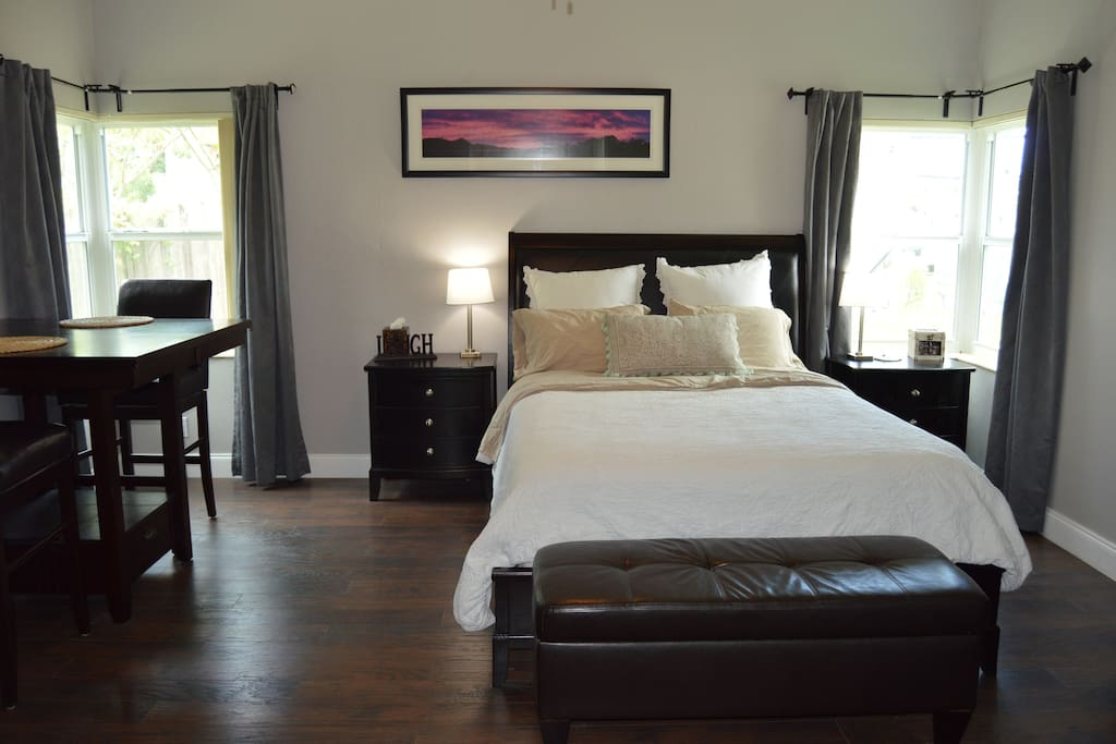 Lovely master suite directly on tarpon river guest Two bedroom suites in fort lauderdale