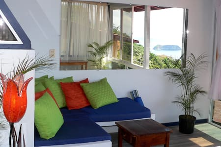 OCEAN VIEW PENTHOUSE SUITE! Fresh Tropical Vibe! - Quepos - Condominium