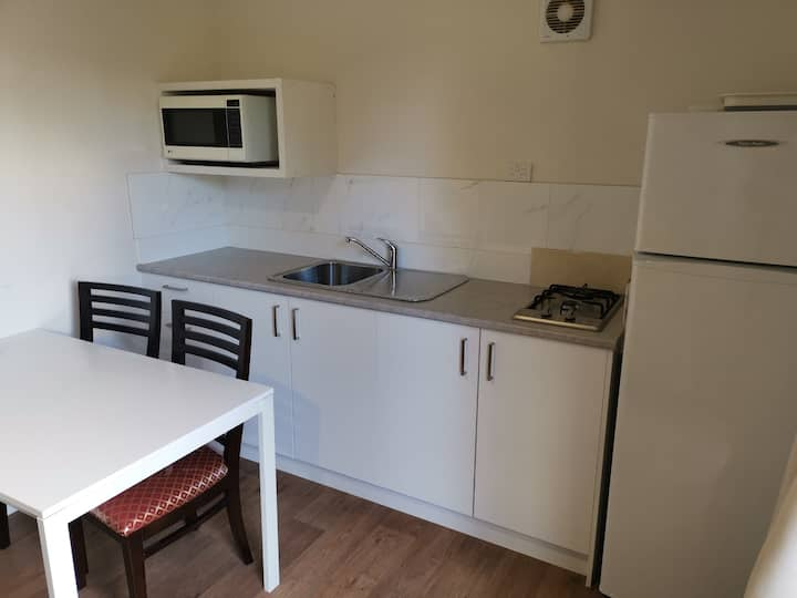 Willows Caravan Park Self contained New Cabin