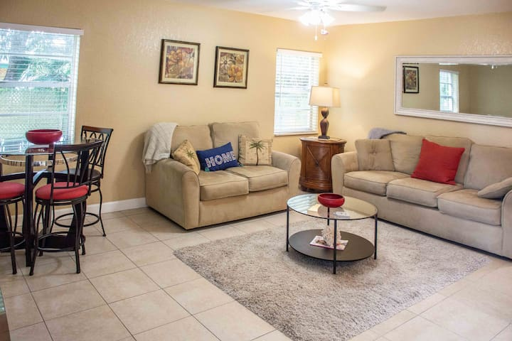 2BR 1BA in the heart of Delray, walk to the beach