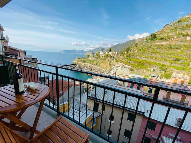 """""""Ivory house"""" Luxury apt. in 5 Terre with sea view"""