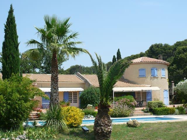 Magnifique chambre de 32m2 donnant sur terrasse - Roquevaire - Casa