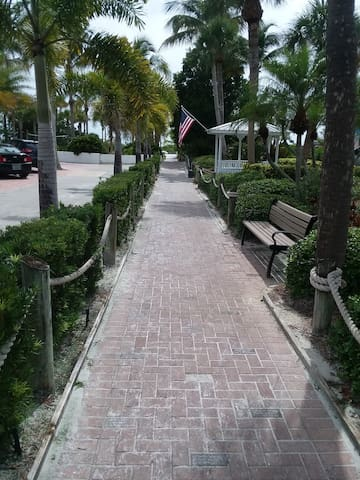 Pathway to the beach.. only 1 block away!!
