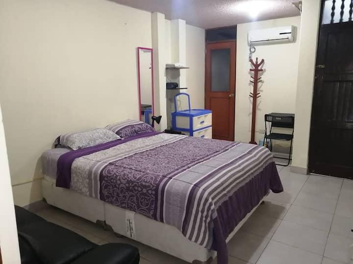 Amplia habitación en casa frente al mar, seguridad