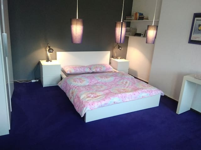 Private bedroom for two person at Alexanderplatz!
