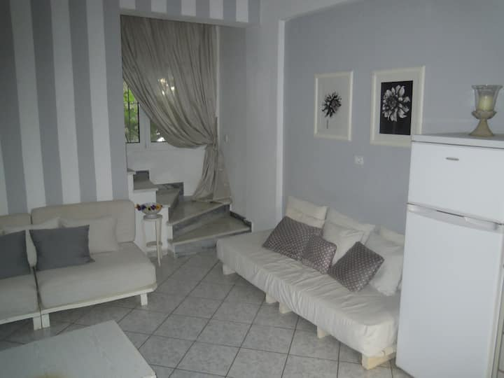 Moonight maisonette in the center of Kamena Vourla