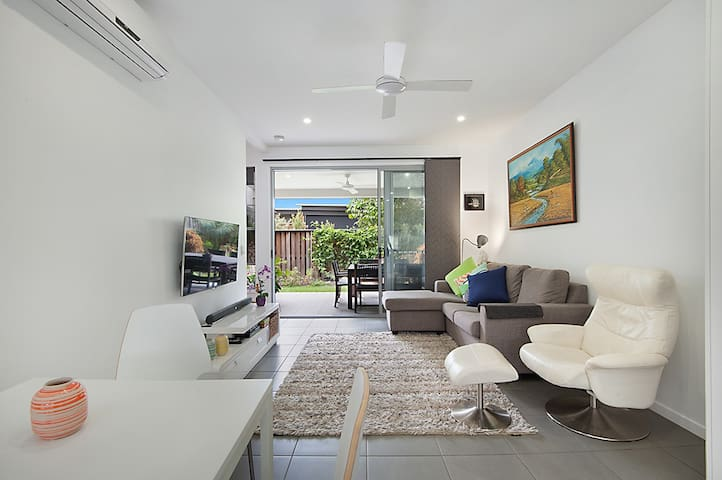 Modern Beach Shack Townhouse - Mount Coolum - Apartment