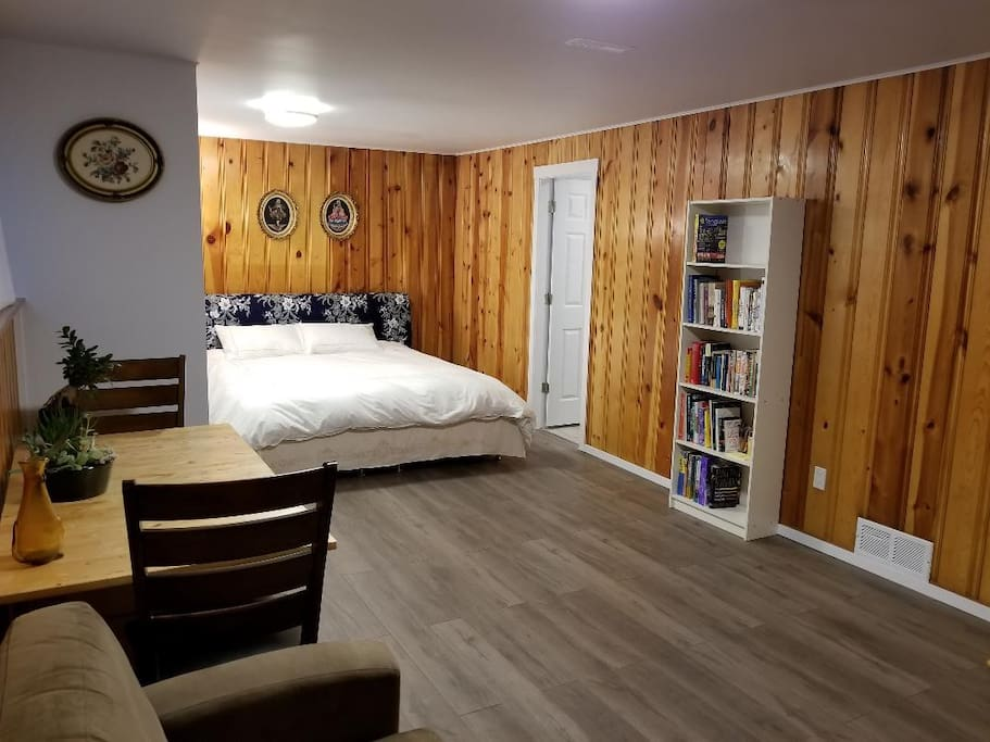 The king size bed can be separated into two single beds