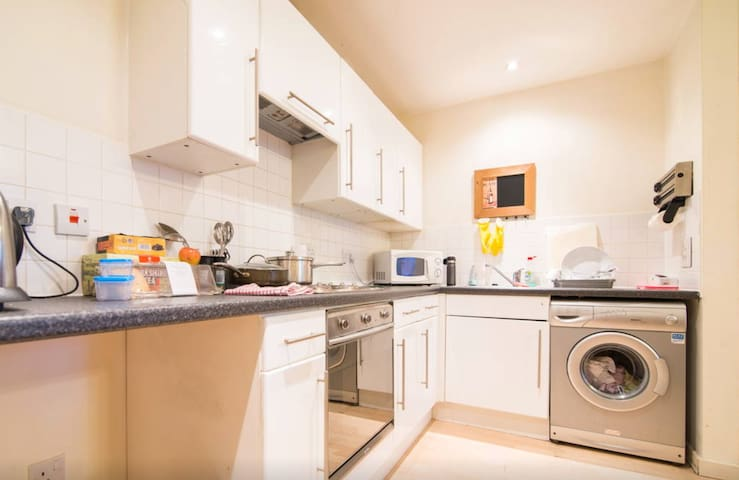 Entire Flat Close to City & Media - Salford - Apartment