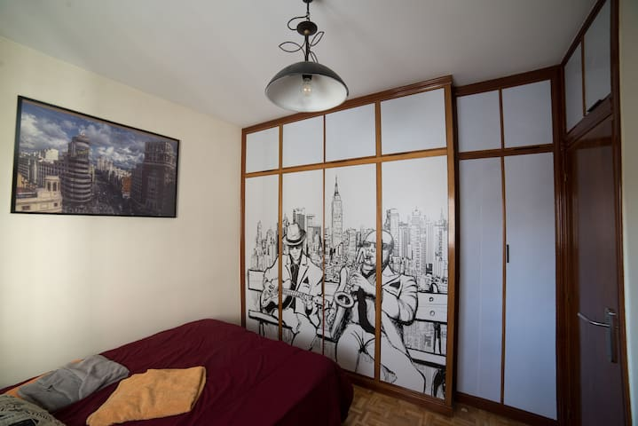 Quiet Double Room - 5 Min Metro - All services