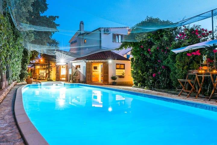Villa con 7 stanze a Rogoznica, con piscina privata, giardino recintato e WiFi - 100 m dalla spiaggia