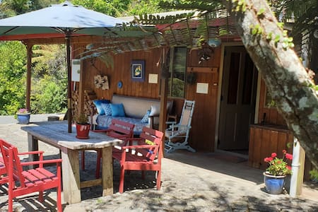Totara Cabin ( also Barn  accom on property )