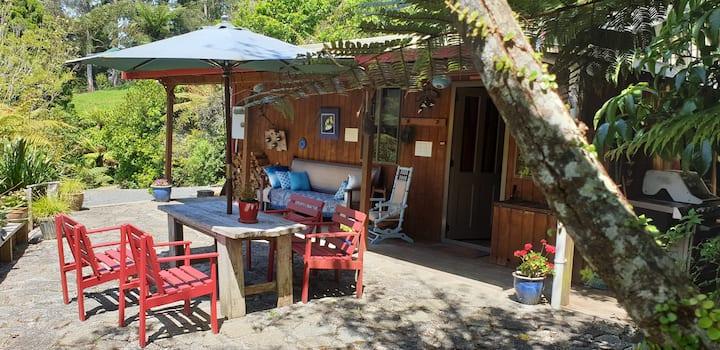 Totara Cabin ( also Barn  accom on property )