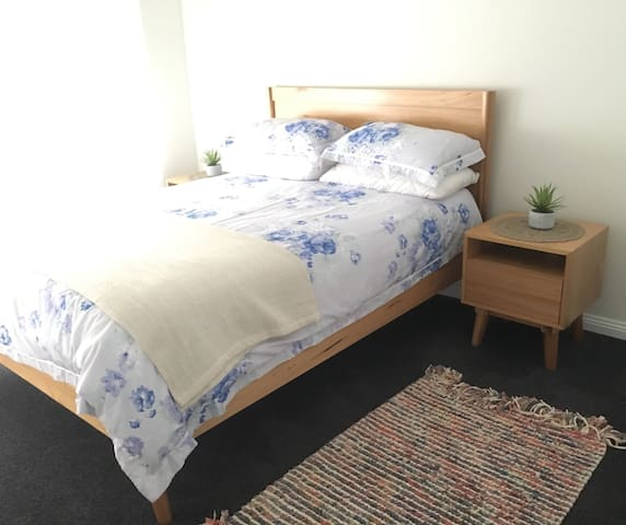 Artistic large bright private room close to city