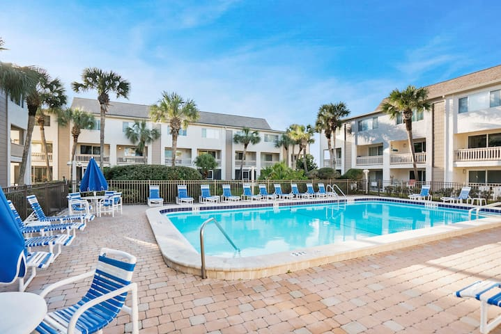 Ocean Views ☀️ At the Beach, Poolside, Patio