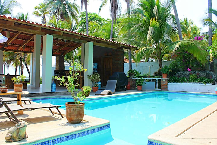 Beach Front House with Pool - La Libertad - Haus