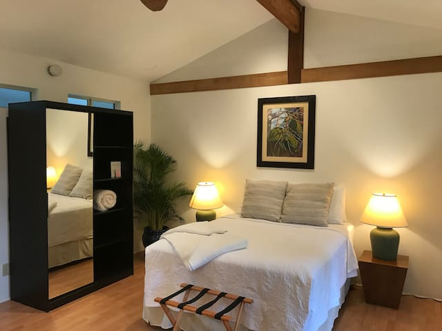 Lanikai Beachcomber Cottage (1 block to beach)