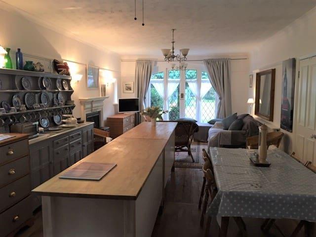 The Guest Suite, Sanderstead