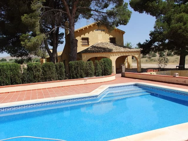 OLD COUNTRY HOUSE, PRIVATE POOL (MAY-OCT) & WIFI - Yecla - Villa