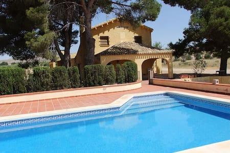 COUNTRY HOUSE WITH POOL, 50 MINUTES FROM THE BEACH - Yecla DO