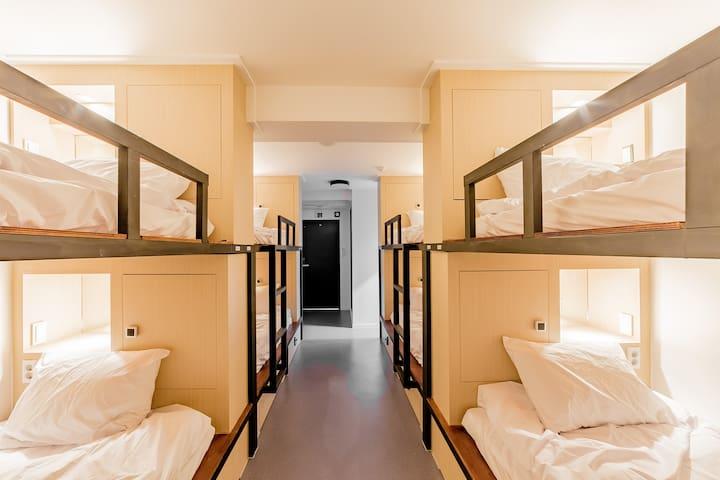#11 Nampo, Jagalchi, 8Bed Mix Dormitory Dear moon