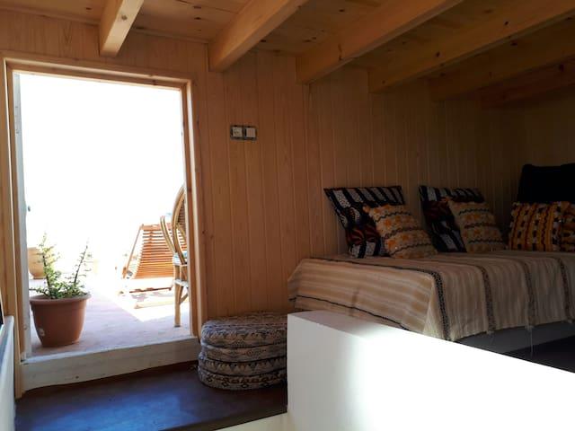 La petite chambre avec terrasse sur la plage