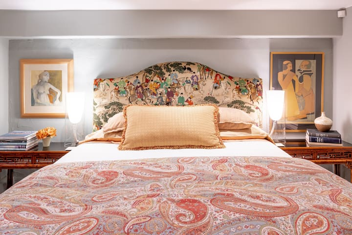 Enjoy a great sleep in a California King Bed with custom linens