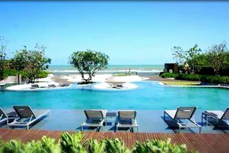Beachfront infinity pool