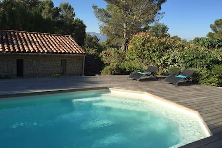 Maison avec piscine, vue Sainte Victoire - Belcodène