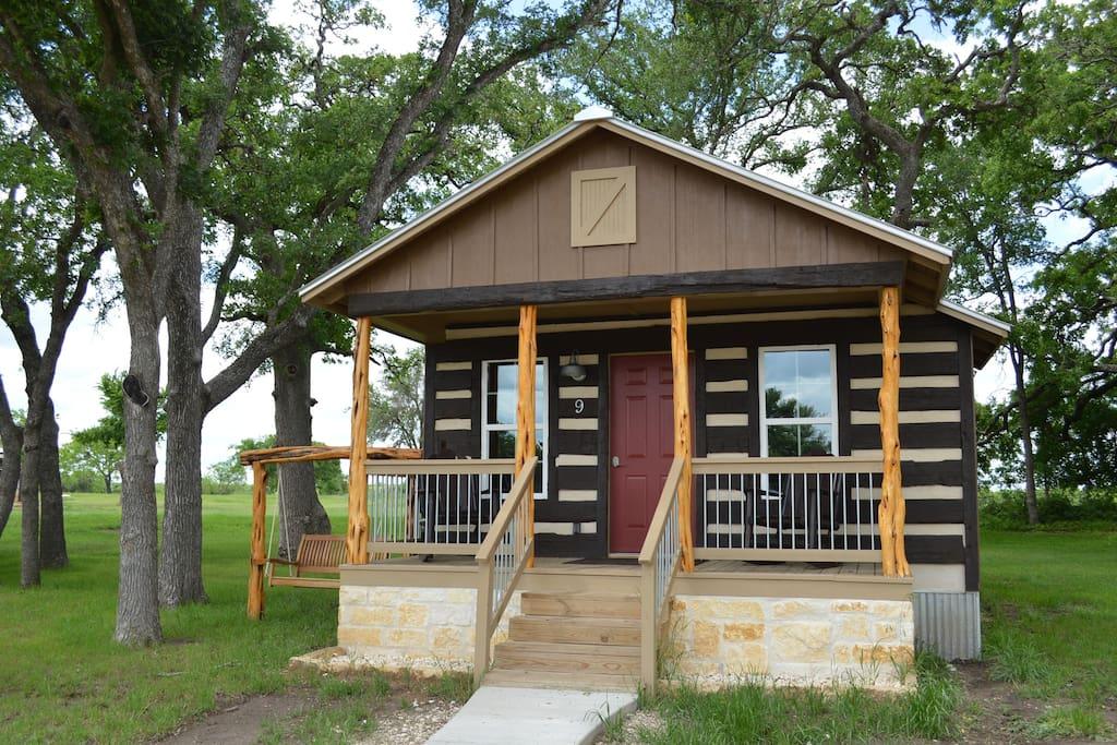 Hunter 39 s paradise vineyard trail cottages cabins for for Cabin rentals fredericksburg tx