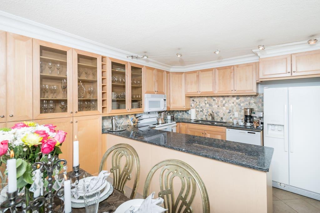 Amazing Gourmet Kitchen