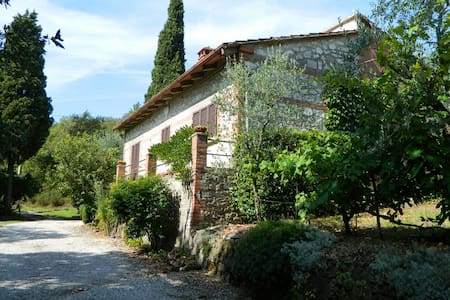Nice cottage with large garden and beautiful view - Rigomagno