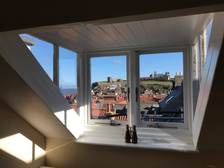 Incredible views, Central Location, Whitby