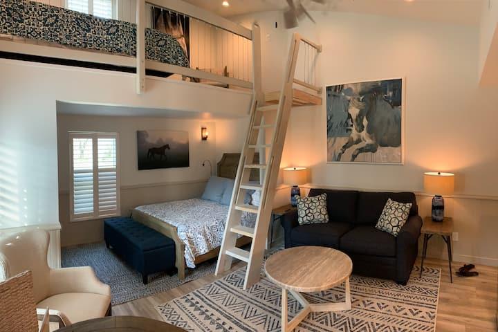 Studio Loft Apartment , 2 Queen Beds