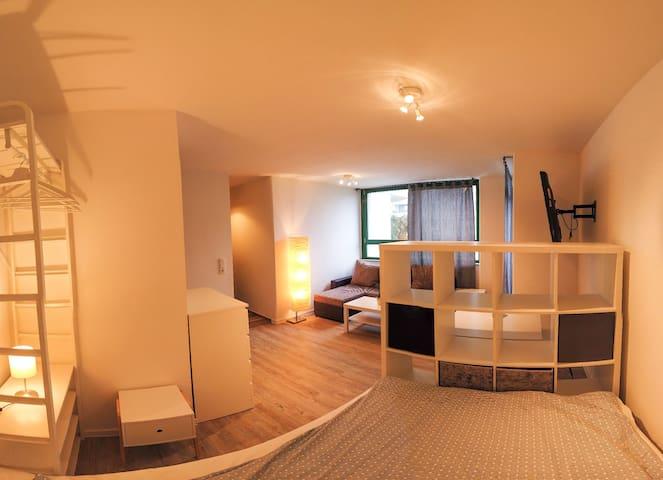 Modernes Ein-Zimmer Apartment mit Balkon