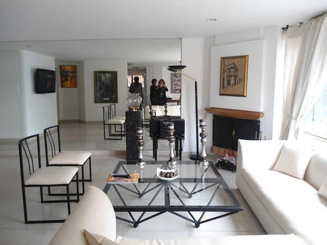 AMOBLADO , 3 HABITACIONES , BUENA UBIACION - Bogotá - Apartamento