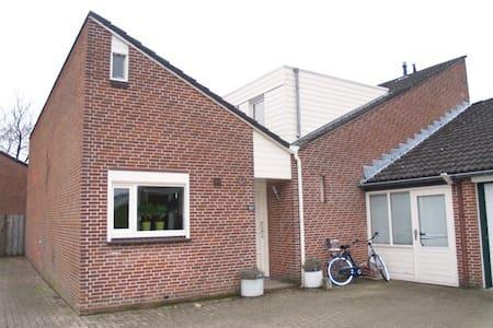 Patiobungalow op 10 min van Nijmegen-Centrum - Неймеген