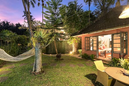 Artistic B&B Bungalow ideal for 1 or 2 persons