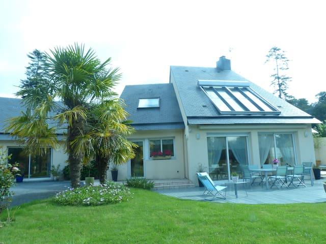 L ETANG DU BONHEUR CHAMBRE D HOTES LESLY - Saint-Pierre-de-Semilly - Villa