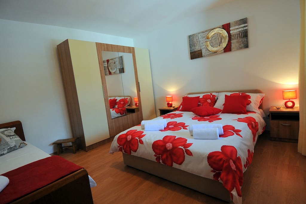 Double bed, closet, single bed