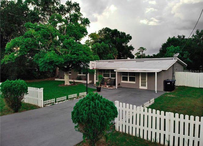 Nice private guest house in the heart of Orlando!