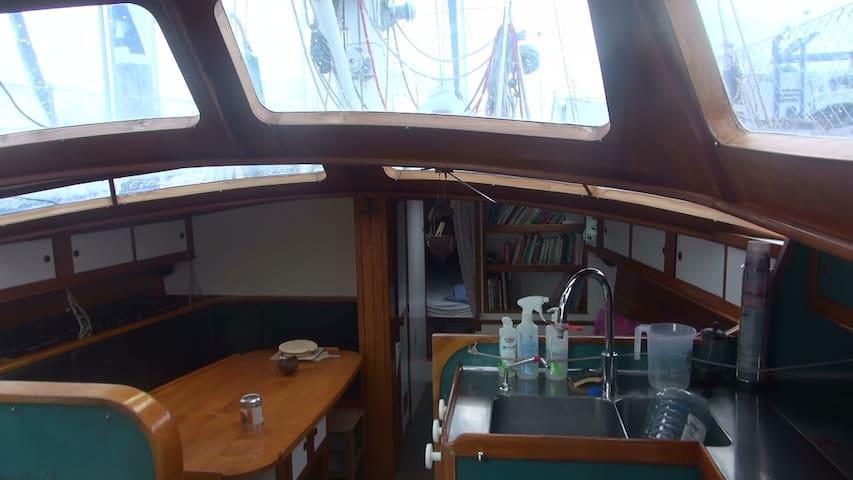 voilier confortable centre ville de Lorient