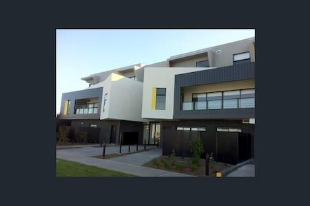 Cosy room comfortable bed. - West Footscray - Pis