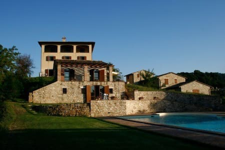 VILLA di JANIE PADRONALE - Todi - Villa