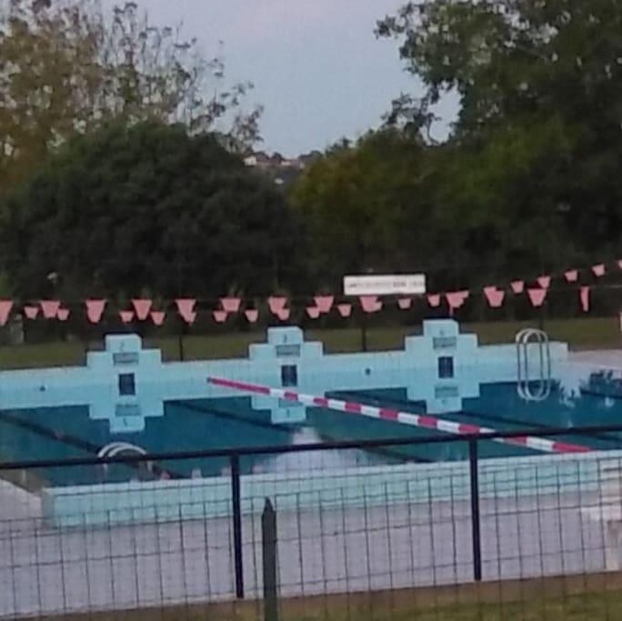 piscine municipale à 1 minute