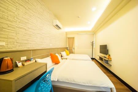 溫馨四人房(近市區) - Jinning Township - Bed & Breakfast