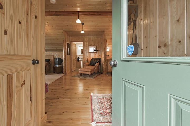 Bunkhouse Entrance  Not included in this listing - to book please visit https://www.airbnb.com/rooms/35649761